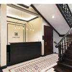 klasyczna balustrada drewniana