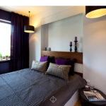 sypialnia z fioletem