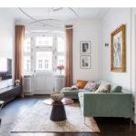 zielona welurowa sofa